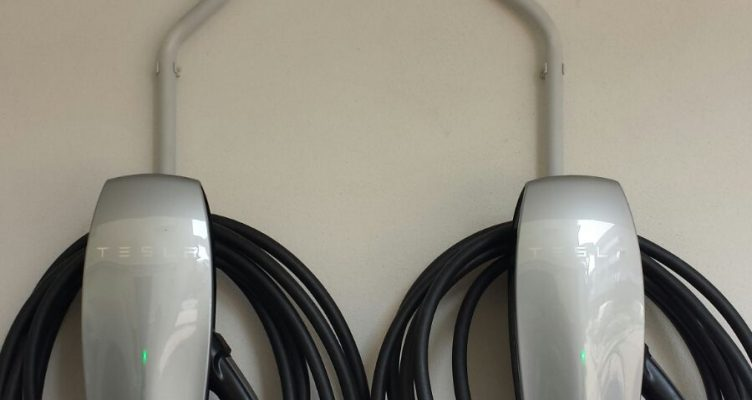 Tutela dell'ambiente: arrivano i connettori Tesla al San Salvador