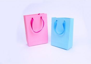 """Come fare una borsa """"ecofriendly"""" di carta"""